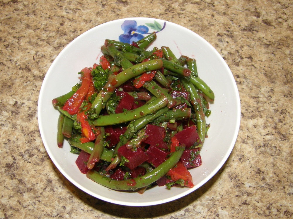 Grilled pepper, beans and beets salad (1/2)