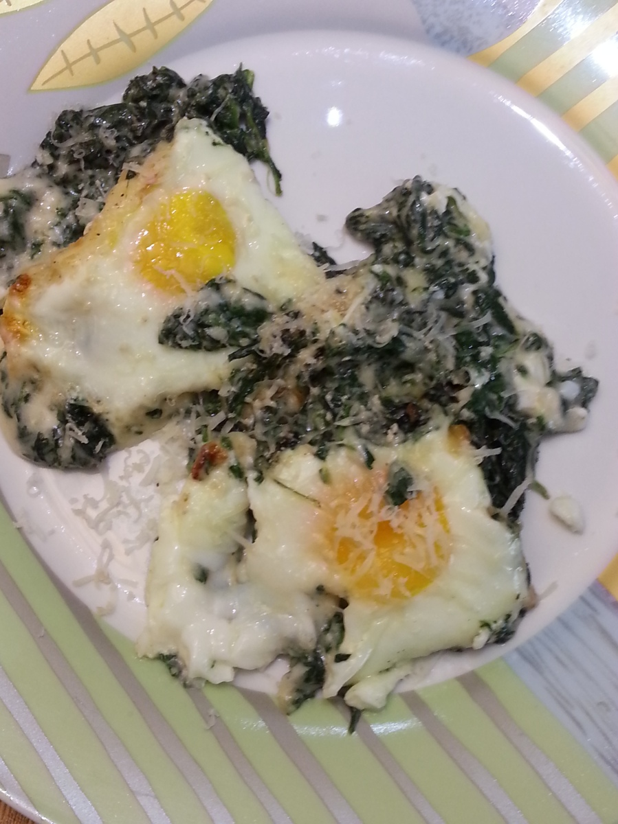 Baked eggs with spinach and gruyere-2
