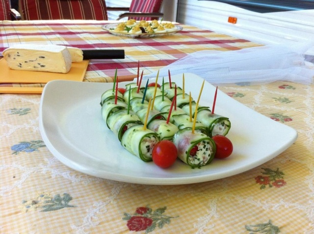 Cucumber and goat cheese rolls