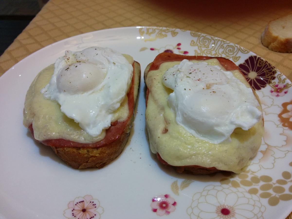Monte Cristo Eggs Benedict